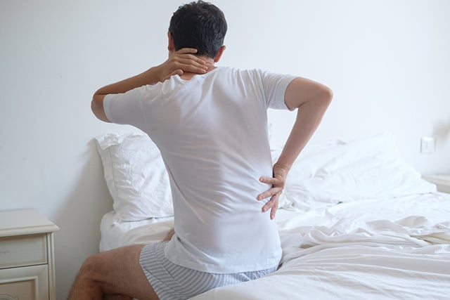 Adverse health impacts of sleeping on an old mattress